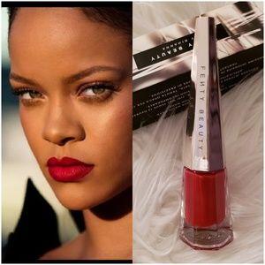 "Fenty Beauty ""Stunna"" Lip Paint (Universal Red)"